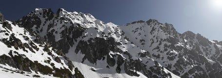 Panorama av Woloszyn bergskedja Arkivfoton