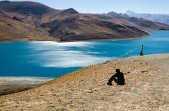 Panorama av Yamdrok sjön i Tibet Fotografering för Bildbyråer