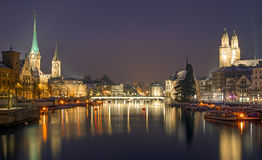 Panorama av Zurich på natten Royaltyfri Fotografi