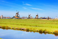 Panorama avec des moulins à vent dans Zaanse Schans, village traditionnel, Pays-Bas, la Hollande-Septentrionale Photo libre de droits