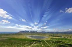 Panorama avec des rayons du soleil Image libre de droits