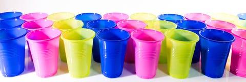 Panorama avec les tasses colorées Images stock