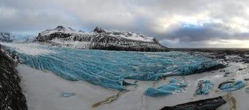 Panorama azul da opinião da geleira de Islândia imagens de stock