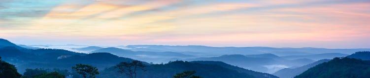 Panorama azul de las montañas Imagen de archivo libre de regalías