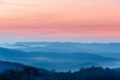 Panorama azul de las montañas Fotografía de archivo libre de regalías
