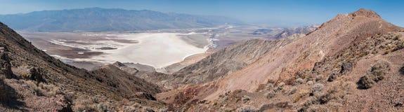 Panorama Badwater basen od Dante widoku w Śmiertelnej dolinie Zdjęcie Stock