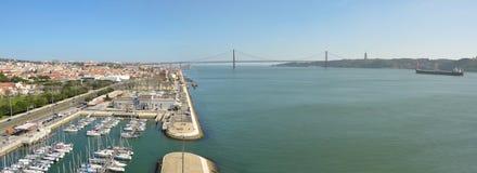 Panorama Belem marina rzeczny Tejo De Abril i Ponte 25 Zdjęcia Royalty Free