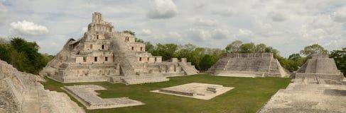 Panorama- beskåda av de Mayan pyramiderna Edzna. Yucatan Campeche. Arkivfoton