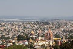 Panorama- beskåda av San Miguel de Allende Arkivfoto