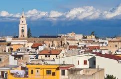 Panorama- beskåda av Turi. Puglia. Italien. arkivbild
