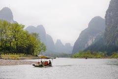 Fartyg på Lijiang River Arkivfoton