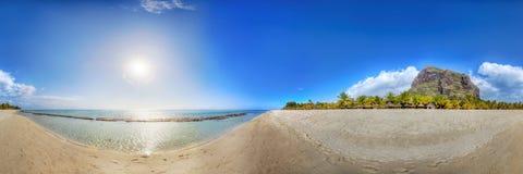 Panorama- beskåda på en strand i Mauritius Arkivfoto