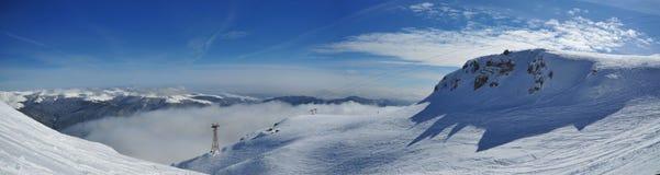 Panorama bianco della montagna (Bucegi-Romania) Fotografie Stock