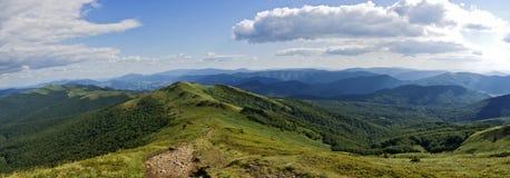 panorama- bieszczady berg Arkivfoto