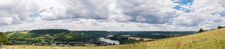 Panorama bij Andelys op de Zegenvallei en het kasteel van Ri Stock Foto's