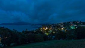 Panorama bij nacht van Kabelbaai en Mangonui in Nieuw Zeeland stock fotografie