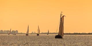 Panorama- bild av holländska seglingskepp för Frisian fotografering för bildbyråer