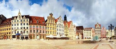 Panorama- bild av marknadsfyrkanten i Wroclaw, Polen, Europa fotografering för bildbyråer