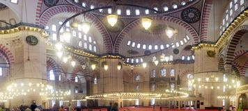 Panorama binnen de Suleymaniye-moskee stock afbeelding