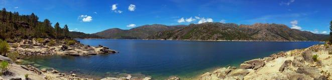 panorama bleu de lac Photo libre de droits