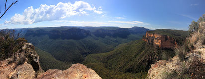 Panorama blu dell'Australia delle montagne della valle di Grose Fotografia Stock
