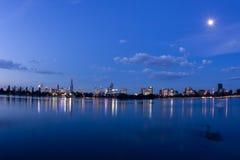 Panorama blu di Melbourne di notte Fotografie Stock
