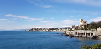 Panorama boccadasse Genova Italy con neve sullo Sfondo stock photos