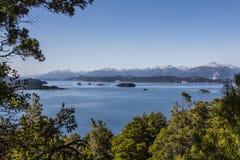Panorama bonito com vista sobre o lago Caminhando a aventura dentro Fotos de Stock Royalty Free