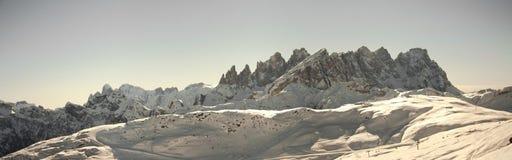 Panorama bonito das dolomites do inverno Imagens de Stock