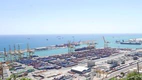 Panorama bonito no porto marítimo do recipiente de Barcelona video estoque