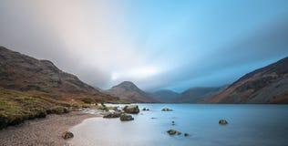 Panorama- bred sikt av Wast vatten, sjöområde, UK Arkivfoto