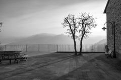 Panorama brumeux d'hiver de Langhe Pékin, photo noire et blanche de la Chine image libre de droits