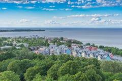 Panorama cênico do verão da cidade Tallinn, Estônia fotografia de stock royalty free