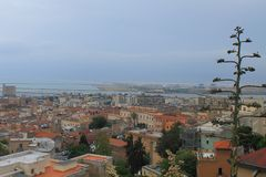 Panorama Cagliaris Sardinien Italien vom Schongebiet unserer Dame von Bonaria lizenzfreie stockbilder