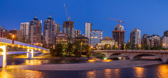 Panorama Calgary linia horyzontu wzdłuż Louise mosta Obrazy Stock