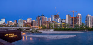 Panorama Calgary linia horyzontu wzdłuż Louise mosta Obrazy Royalty Free