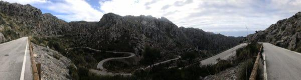 Panorama camino serpentino Sa Calobra, Mallorca imagen de archivo