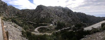 Panorama camino serpentino Sa Calobra, Mallorca imagenes de archivo