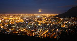 Panorama Cape Town 's nachts Zuid-Afrika stock foto