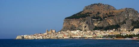Panorama cefalu - Sizilien lizenzfreies stockfoto