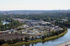 Panorama central de la depuradora y de la ciudad el de aguas residuales  República Checa praga imágenes de archivo libres de regalías