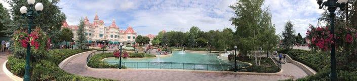 Panorama central de plaza de parc de Disneyland Photos libres de droits