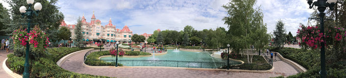 Panorama centrale della plaza del parco di Disneyland Fotografie Stock Libere da Diritti