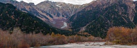 Panorama, chaîne de montagne de Hotaka en automne Image stock