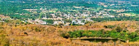 Panorama Champaner, dziejowy miasto w stanie Gujarat, w zachodnim India zdjęcie stock