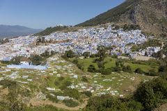 Panorama Chefchaouen od wzgórza Jemaa Bouzafar meczet obrazy royalty free