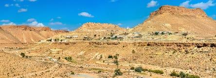 Panorama Chenini, warowna Berber wioska w Południowym Tunezja Fotografia Royalty Free