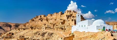 Panorama Chenini, warowna Berber wioska w Południowym Tunezja Zdjęcia Royalty Free