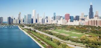 Panorama- Chicago för bästa sikt moderna horisonter och Lake Michigan royaltyfri foto