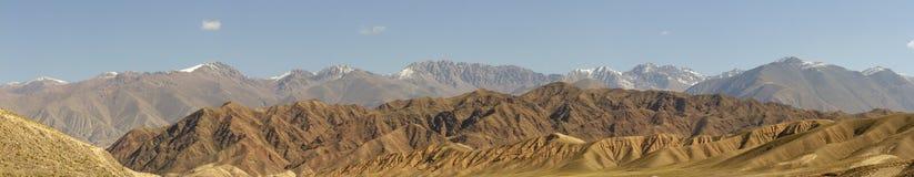 Panorama Chu Rzeczny Dolinny wąwóz w wiejskim Kirgistan fotografia stock